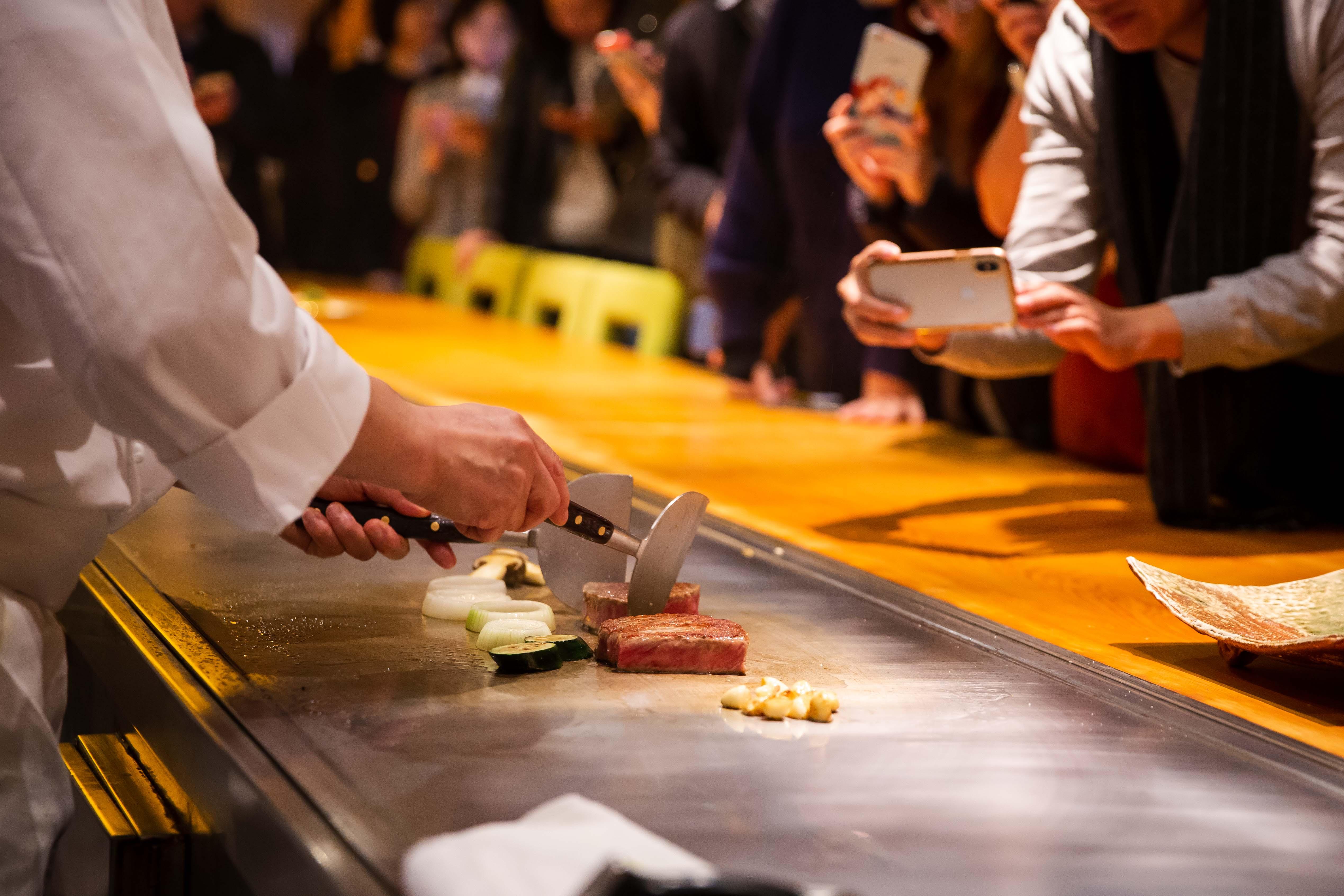 台北美福大飯店 佐賀和牛宴記者會 鐵板套餐主菜 下山昭男總料理長 料理示範1