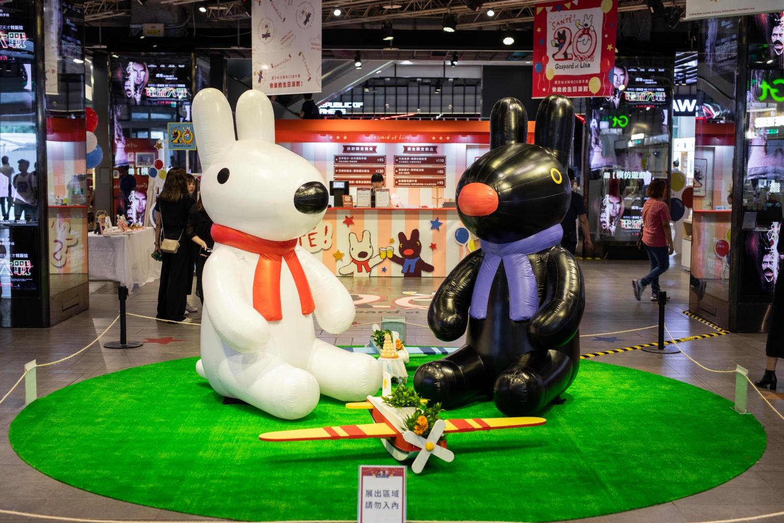台灣首度曝光、高達200多公分的麗莎和卡斯柏玩偶 在派對入口迎接各位好朋友們的到來
