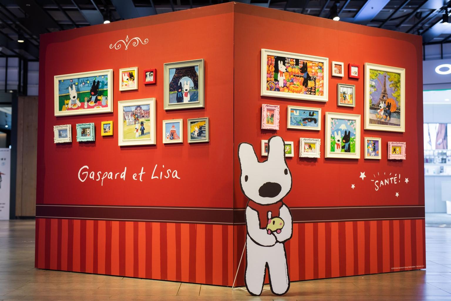 展場設有20週年友誼照片牆回憶兩位小淘氣生活的點點滴滴