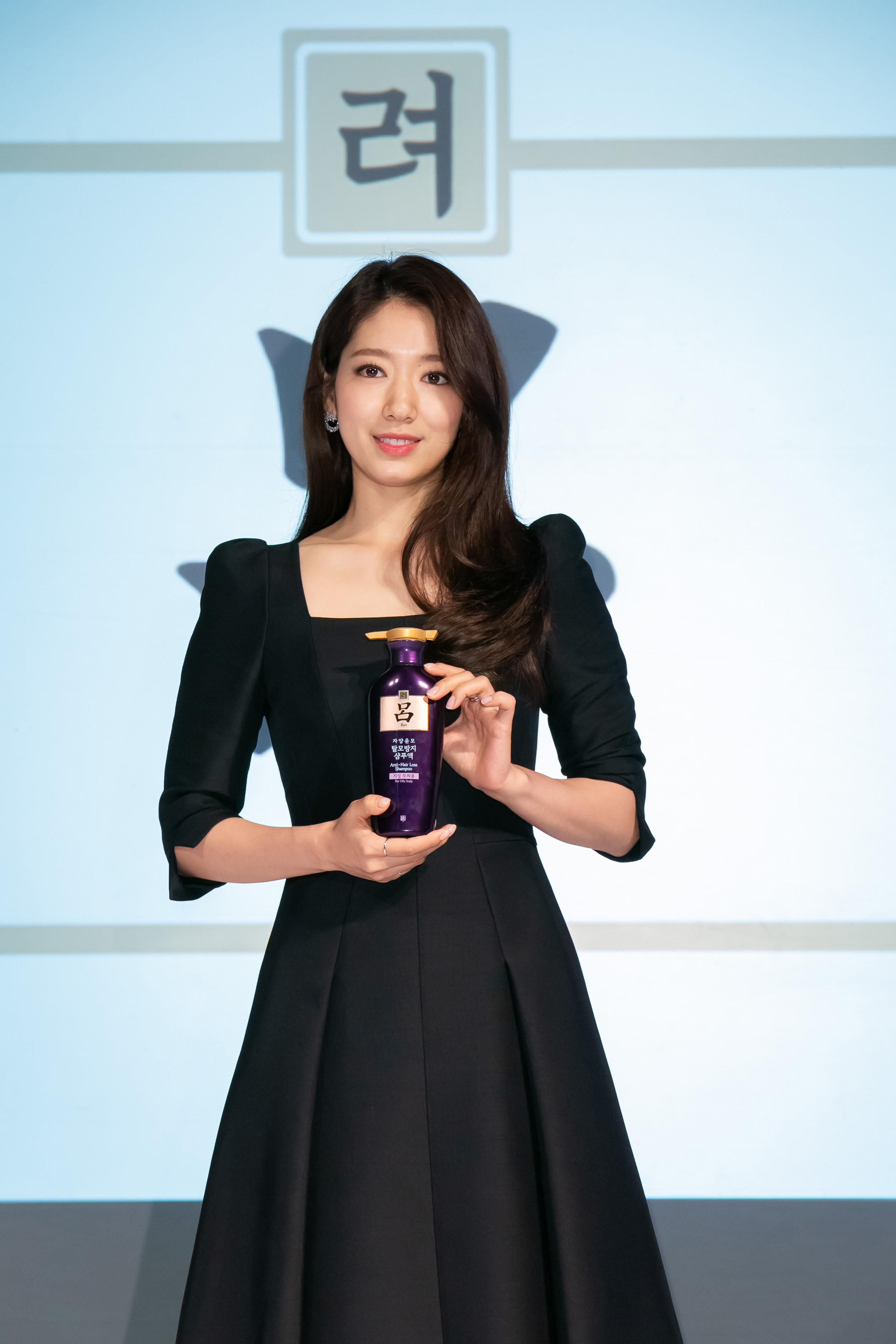 朴信惠今年第二次為最愛品牌《呂ryo》登台