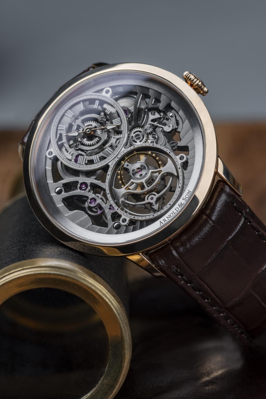 精巧設計成精美的3d機械雕刻畫面。置放在優雅的42 亳米錶殼內,連2 塊藍寶石晶體厚度僅為8.34 亳米。
