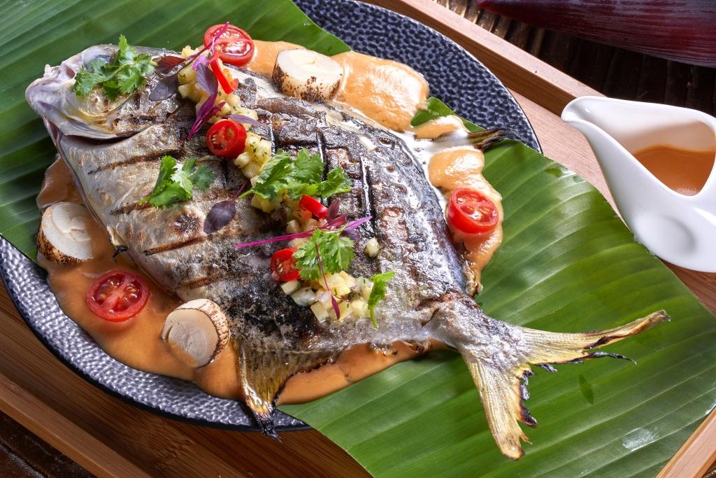 蕉葉鳳梨咖哩烤魚