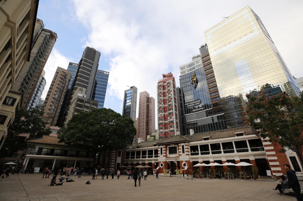 融合東西方文化美學,繁忙港口歷史下的大館為香港建築美學 (1)