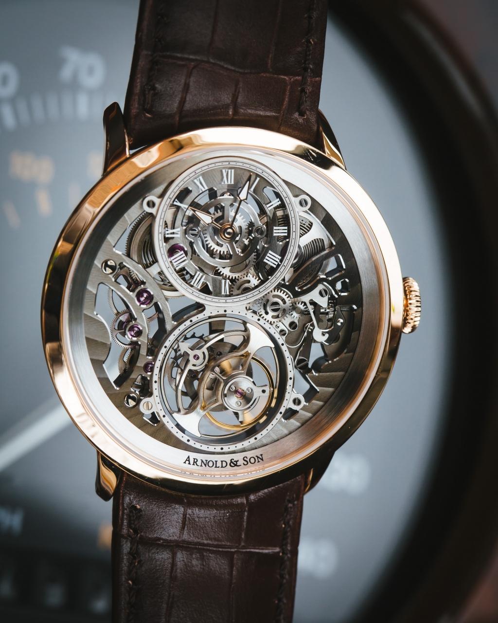 鏤空腕錶擁有 Utte 系列的標誌性錶盤設計,以簡潔利落的 8 字展現時間和陀飛輪。