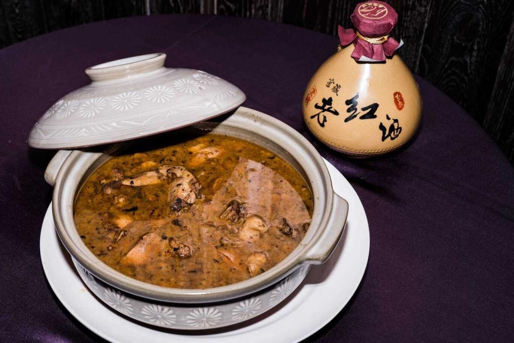 陳兆麟總鋪師)傳承五代秘製麻油雞