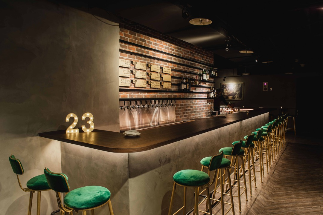 23號啤酒精心打造的全新品飲空間,主打自家精釀啤酒,店內供應10 12款生啤
