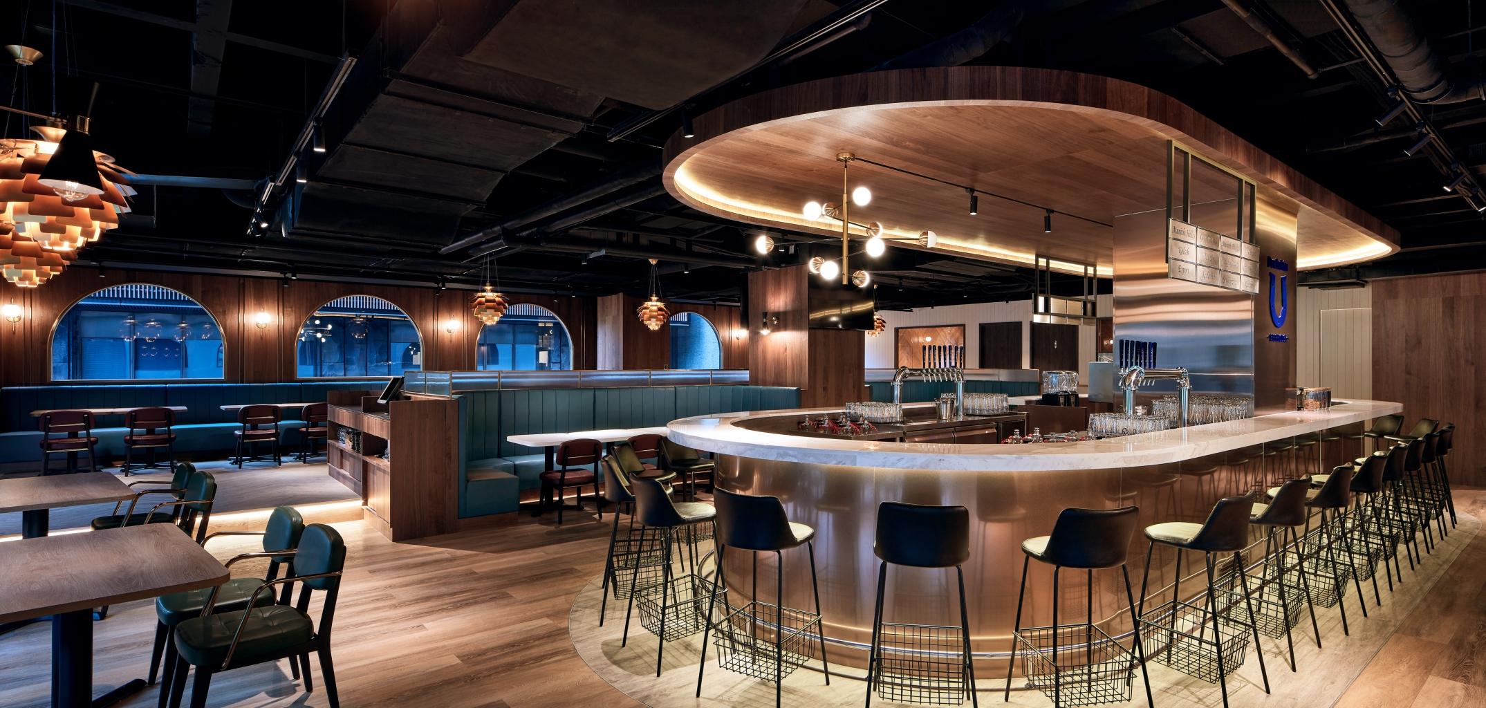 Buckskin Beerhouse 南京店延續松仁旗艦店的歐風裝潢,保留各項「啤酒」元素