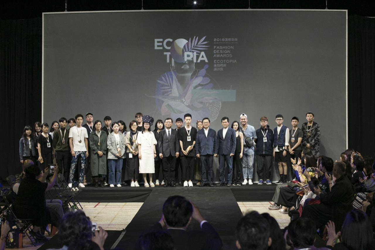 Ecotopia 頒獎人與所有決賽入圍者合影