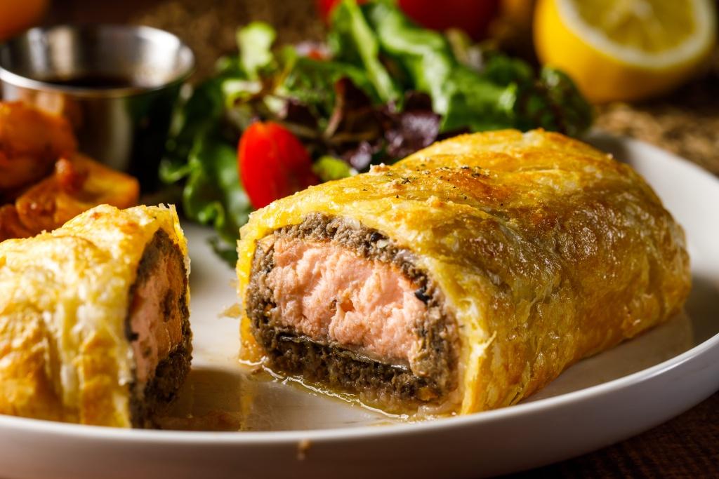 Hooters信義店限定菜色威靈頓鮭魚排