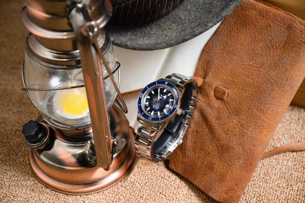 Rado瑞士雷達表庫克船長300米復刻自動腕錶