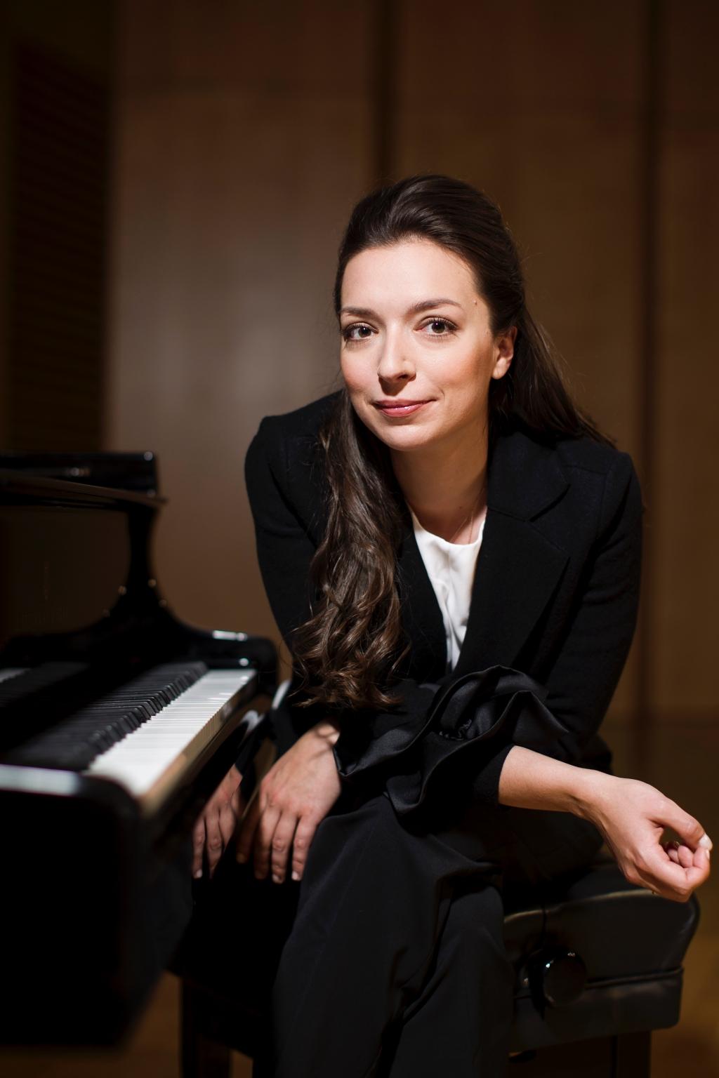 Yulianna Avdeeva C Christine Schneider 0382